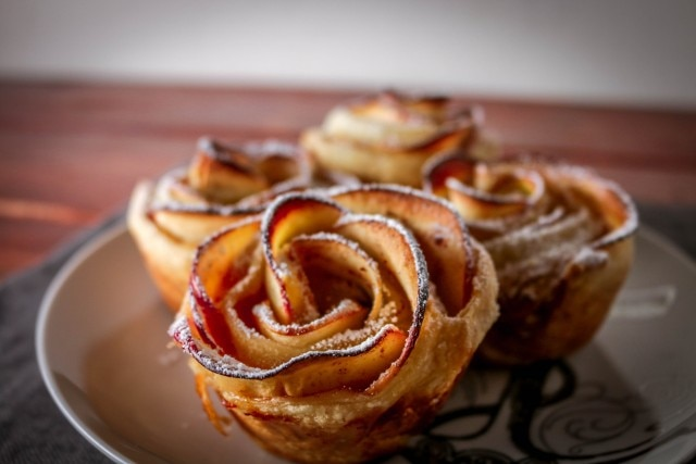 Easy Apple Roses Anyone Can Make (Video)