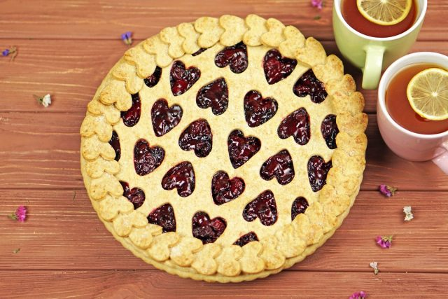 How to Make a Sweetheart Cherry Pie (Video)