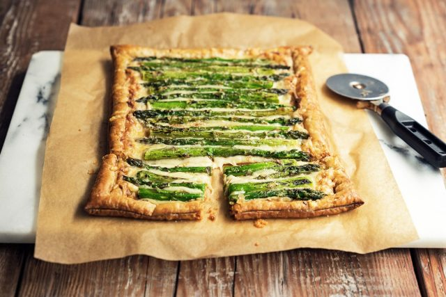 How to make a Cheesy Asparagus Tart (Video)