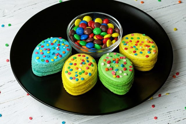 How to Make Easter Egg Surprise Cookies (Video)