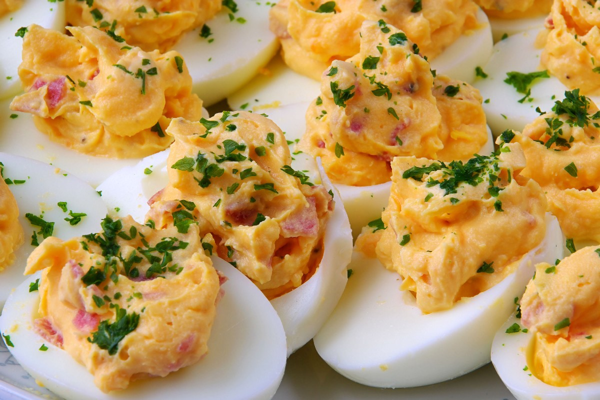 Bacon Cheddar Deviled Eggs - KitchMe