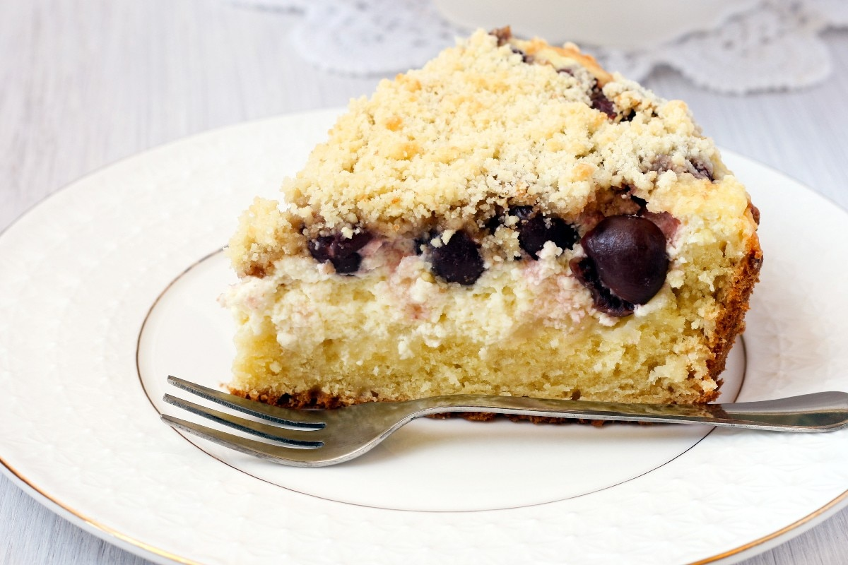 Blueberry Sour Cream Coffee Cake - KitchMe