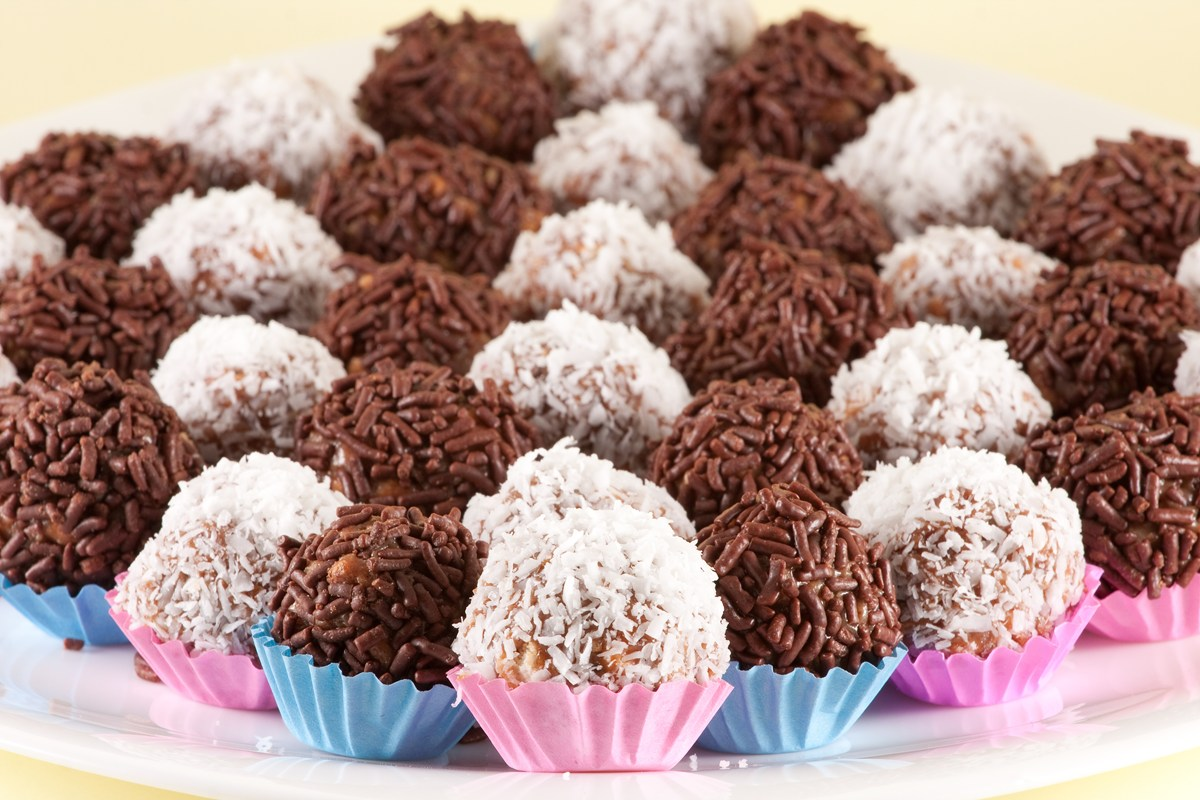 Brigadeiro (Brazilian Chocolate Fudge Truffles) - KitchMe