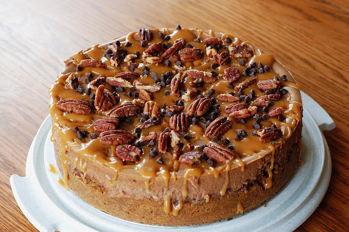 Caramel Pecan Turtle Cheesecake - KitchMe