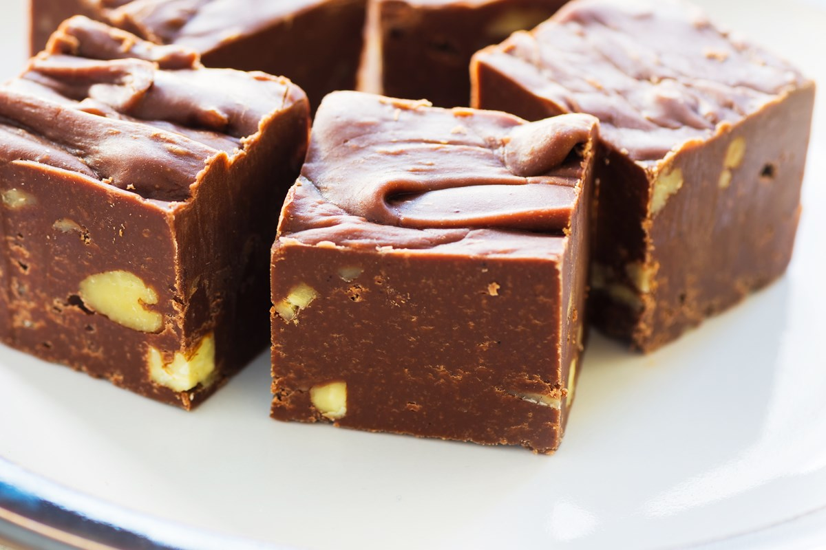 Chocolate Fudge With Pistachios Recipe — Dishmaps