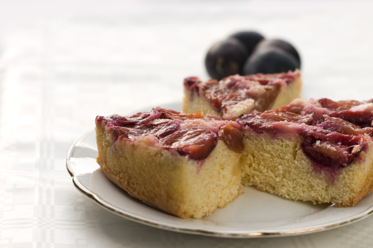 Plum Blueberry Upside Down Cake - KitchMe