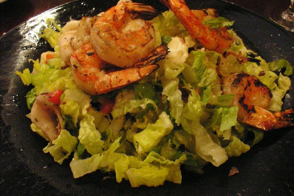 Romaine Salad with Spicy Grilled Shrimp - KitchMe