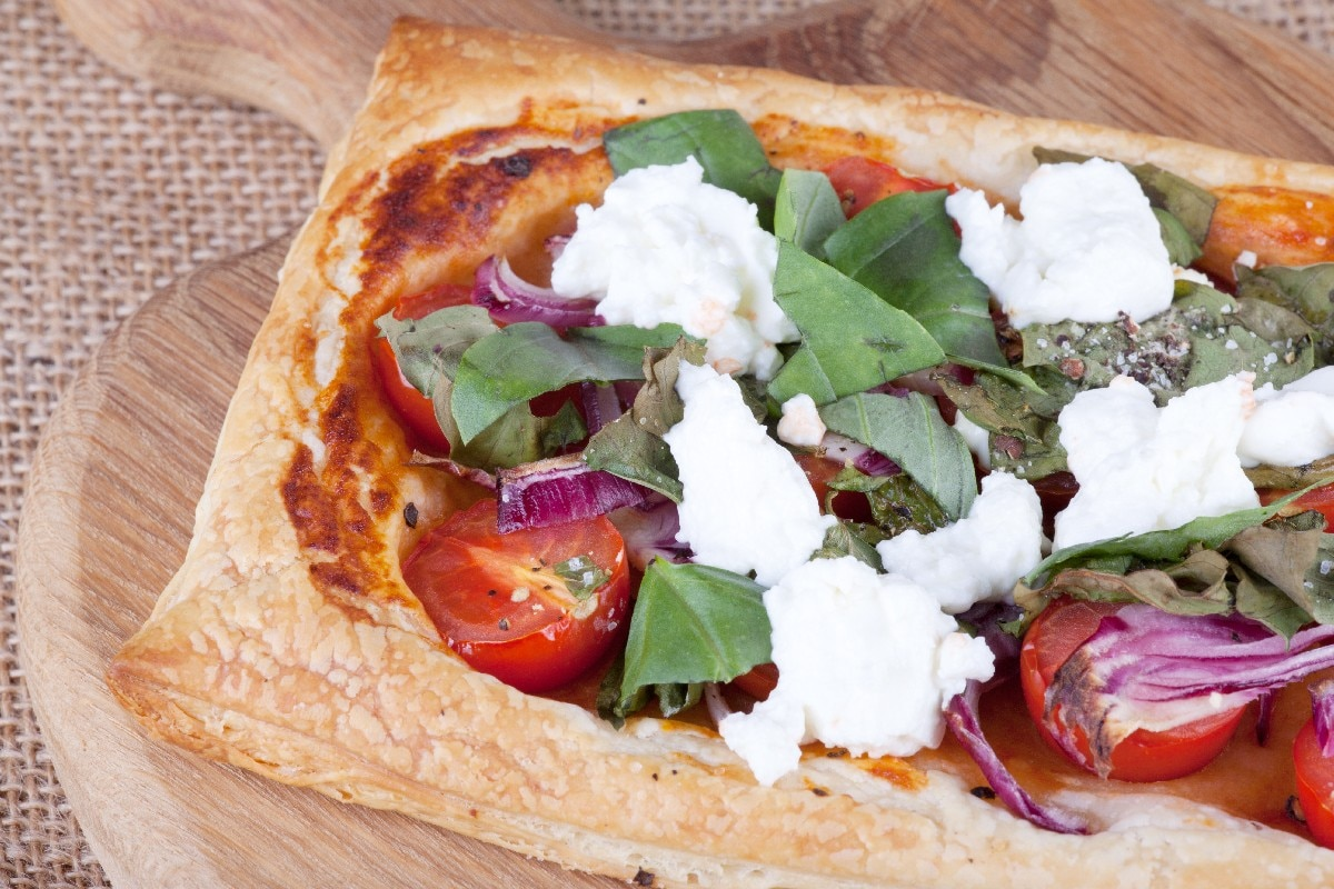Tomato and Goat Cheese Tarts - KitchMe