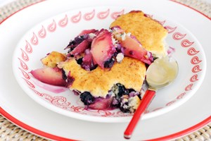 Nectarine and Blueberry Crisp with Amaretti Cookie Topping | KitchMe
