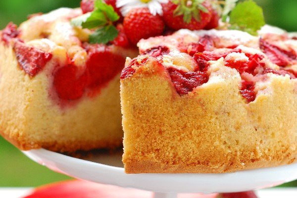 http://www.kitchme.com/recipes/fresh-strawberry-upside-down-cake