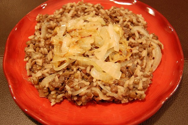 Lentils and Rice with Fried Onions (Mujadarrah) | KitchMe