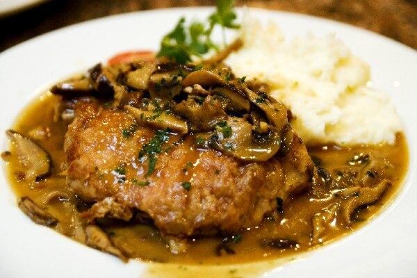 Yummmy Recipe: Pork Chops with Mushroom and Thyme