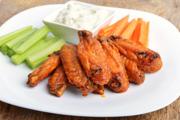 Restaurant-Style Buffalo Chicken Wings | KitchMe