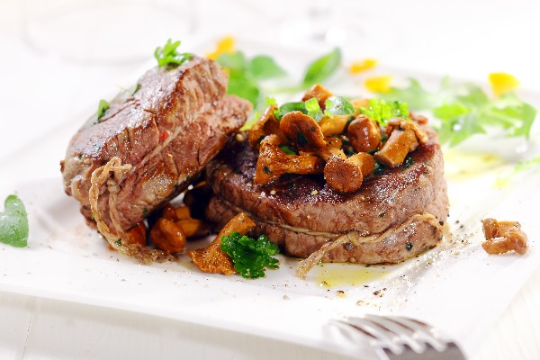 Roast Beef Tenderloin with Mushroom Ragout | KitchMe