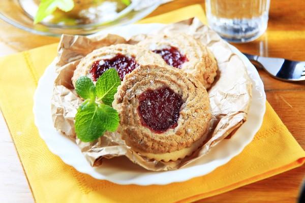 Sugared Black Raspberry Tea Cookies | KitchMe