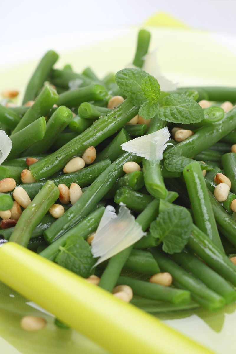 Garlicky Green Beans With Pine Nuts | KitchMe