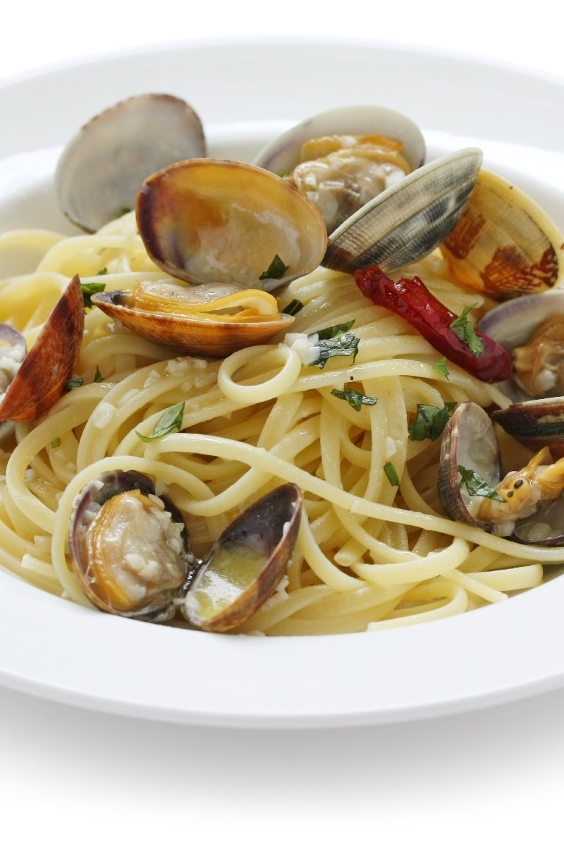 Linguine with White Clam Sauce | KitchMe
