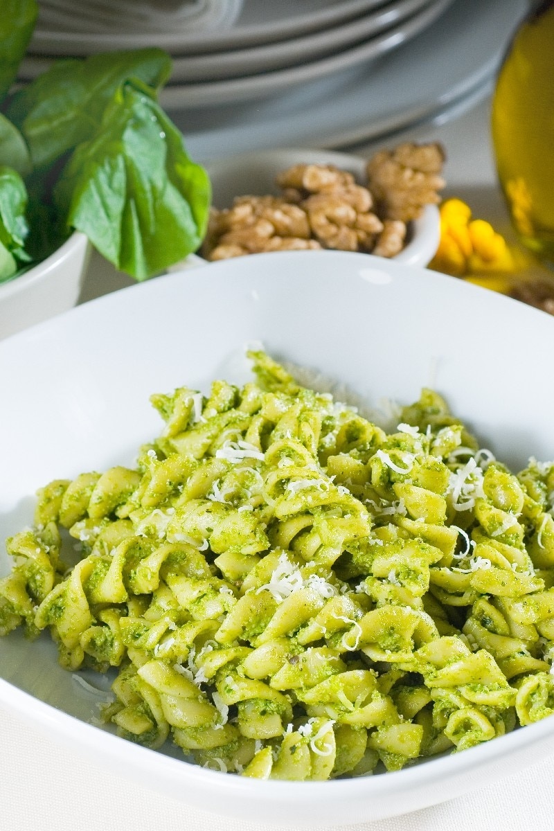 Pasta With Kale and Walnut Pesto | KitchMe