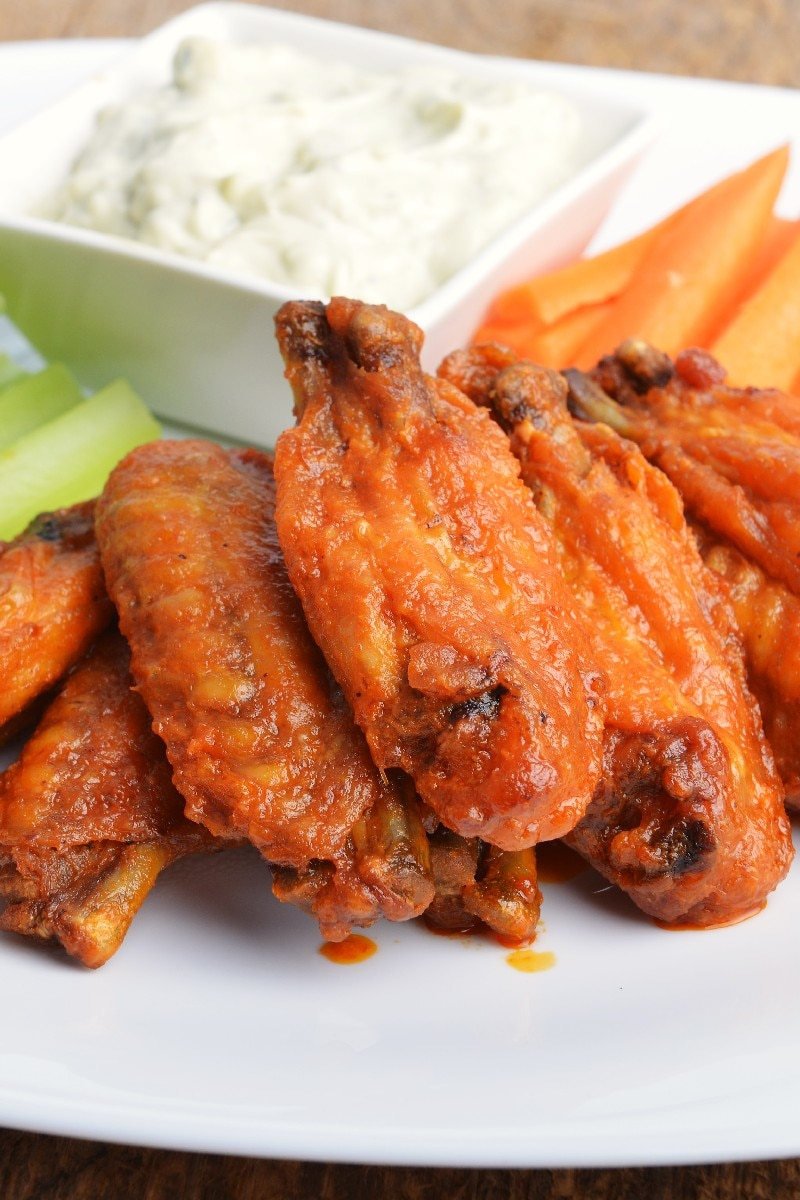 Easy restaurant-style buffalo chicken wings recipe. Learn how to cook great Easy restaurant-style buffalo chicken wings. staffray.ml deliver fine selection of quality Easy restaurant-style buffalo chicken wings recipes equipped with ratings, reviews and mixing tips.