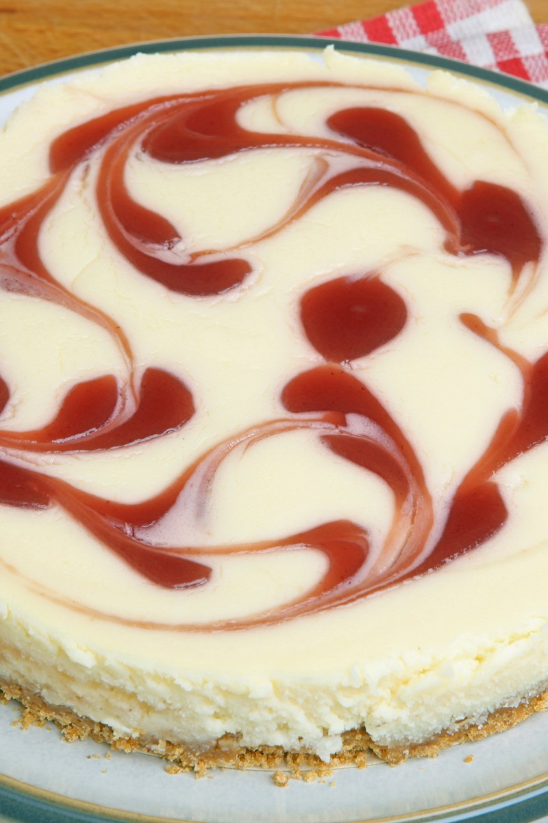 Strawberry Swirl Cheesecake | KitchMe