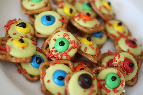 7 zombie themed treats for halloween thegoodstuff zombie eyeballs forumfinder