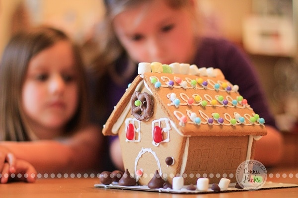 Decorate Gingerbread Houses Together