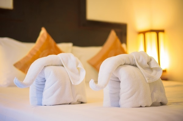 guest room_towels