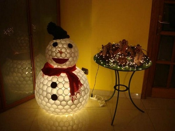 How to make a snowman out of things other than snow for Plastic cup snowman