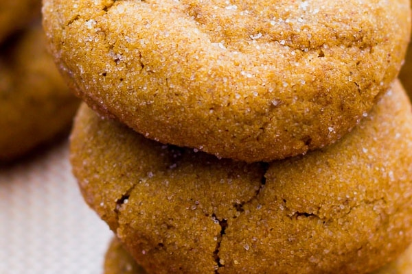 Soft Gingersnap Molasses Cookies