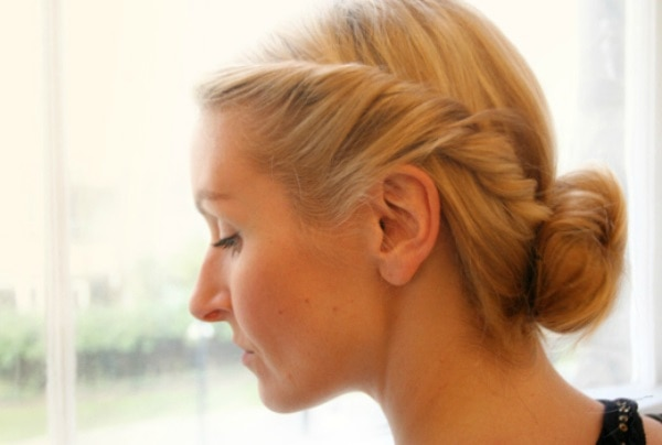 Chic 5 Minute Hairstyles For The Holidays Thegoodstuff