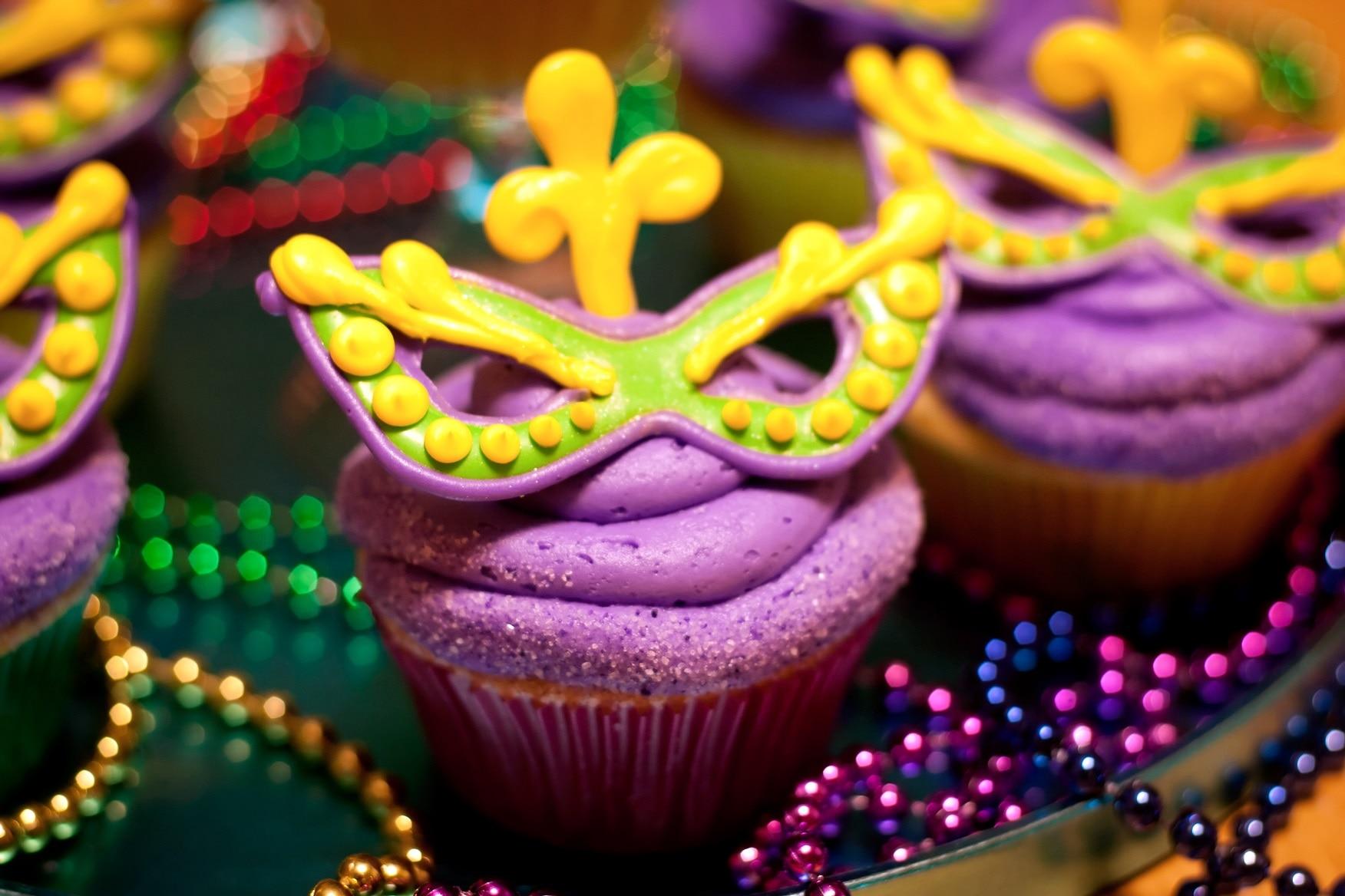 Masked Mardi Gras Cupcakes