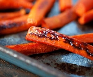 Spicy Maple Glazed Carrots featured