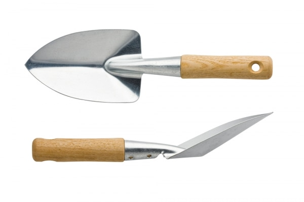 12 must have tools for a prize winning garden thegoodstuff On hand held garden spade