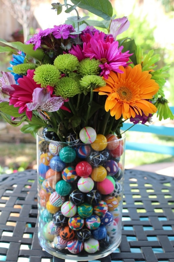 Bouncy ball vase centerpiece | thegoodstuff