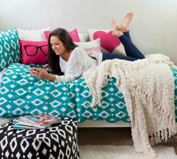 15 Creative & Cozy College Dorm Room Ideas | thegoodstuff