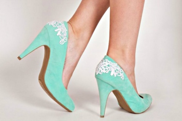 a2e7b00eccb 20 DIY Wedding Shoes for Every Bridal Style - thegoodstuff