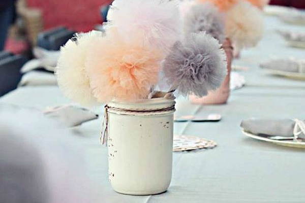 22 eye catching inexpensive diy wedding centerpieces thegoodstuff 22 eye catching inexpensive diy wedding centerpieces junglespirit Image collections