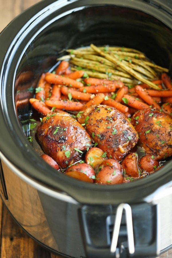 15 easy slow cooker chicken recipes thegoodstuff for Healthy vegetarian crock pot recipes easy