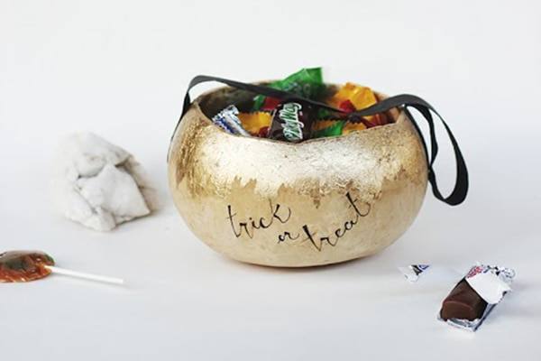 16 Halloween Treat Bag Ideas [and Boxes, Too!]