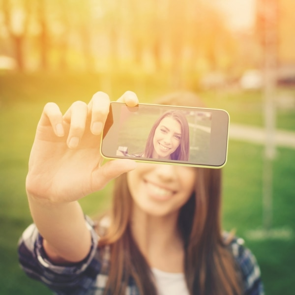 How to Take a Good Selfie: 7 Photographers' Tips ...