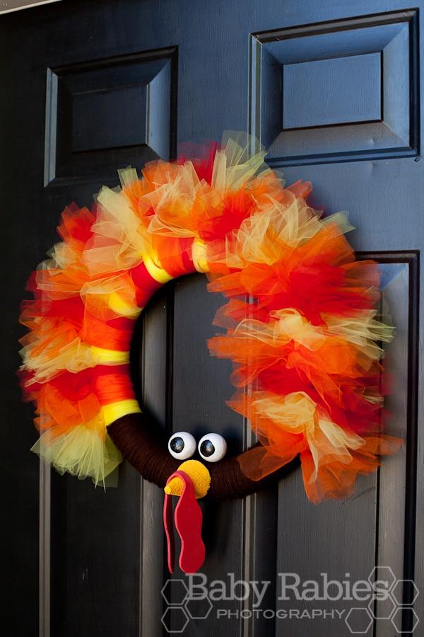 20 DIY Thanksgiving & Christmas Wreath Ideas: Tulle Turkey Wreath | thegoodstuff