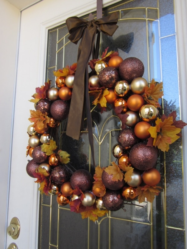 20 DIY Thanksgiving & Christmas Wreath Ideas: Harvest Ornament Wreath | thegoodstuff
