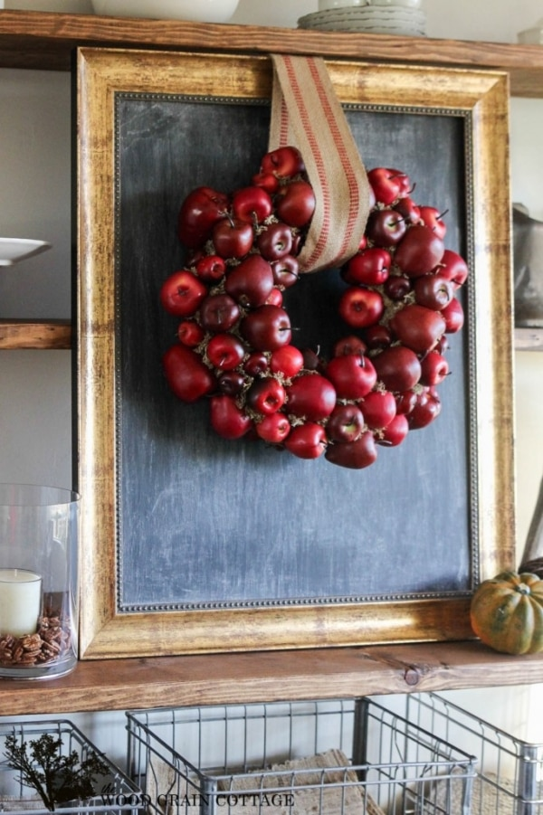 20 DIY Thanksgiving & Christmas Wreath Ideas: Apple Wreath | thegoodstuff