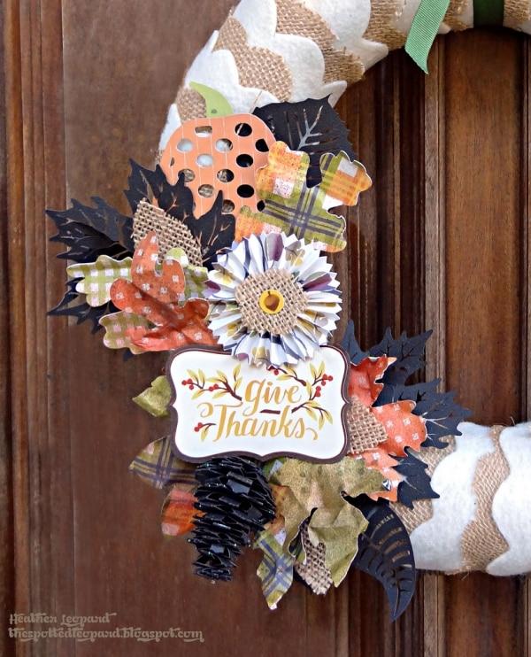 20 DIY Thanksgiving & Christmas Wreath Ideas: Scalloped Burlap Wreath | thegoodstuff