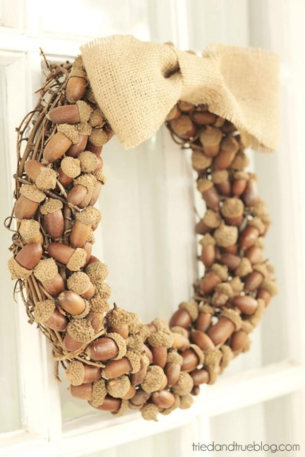 20 DIY Thanksgiving & Christmas Wreath Ideas: Acorn Wreath | thegoodstuff