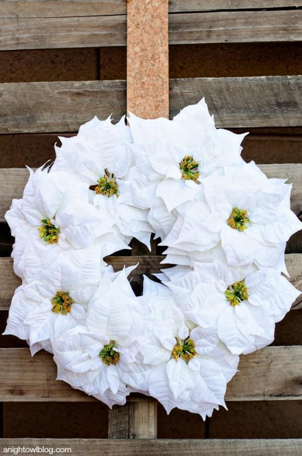 20 DIY Thanksgiving & Christmas Wreath Ideas: Simple Poinsettia Wreath | thegoodstuff