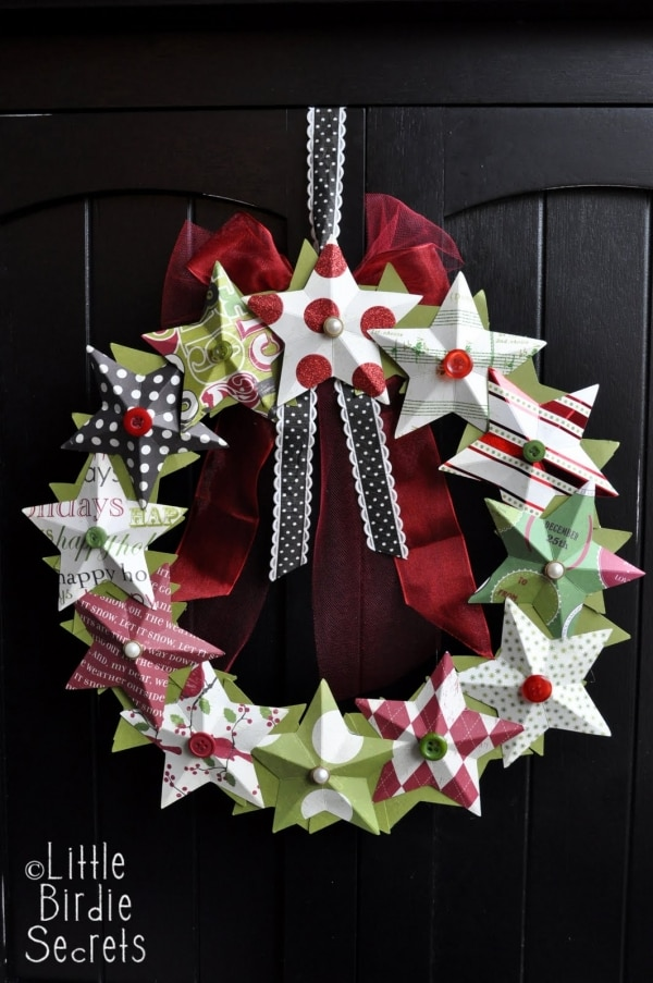 20 DIY Thanksgiving & Christmas Wreath Ideas: Paper Star Wreath | thegoodstuff