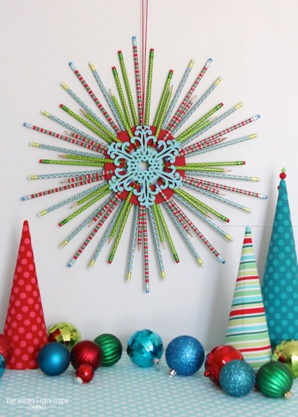 20 DIY Thanksgiving & Christmas Wreath Ideas: Pencil Wreath | thegoodstuff