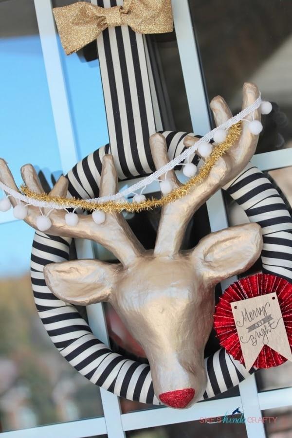 20 DIY Thanksgiving & Christmas Wreath Ideas: Rudolph Wreath | thegoodstuff