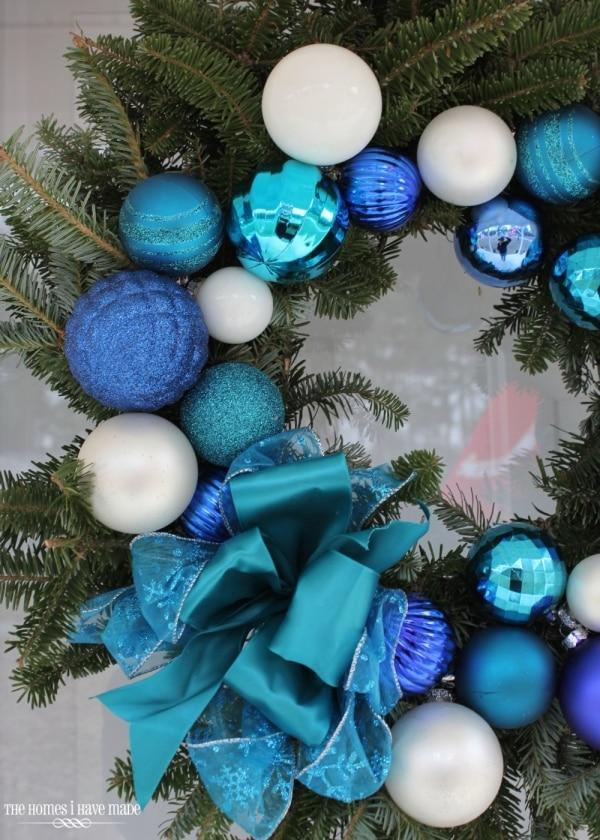 20 DIY Thanksgiving & Christmas Wreath Ideas: Easy Ornament Wreath | thegoodstuff